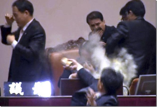 OB-QR705_tearga_G_20111122042710